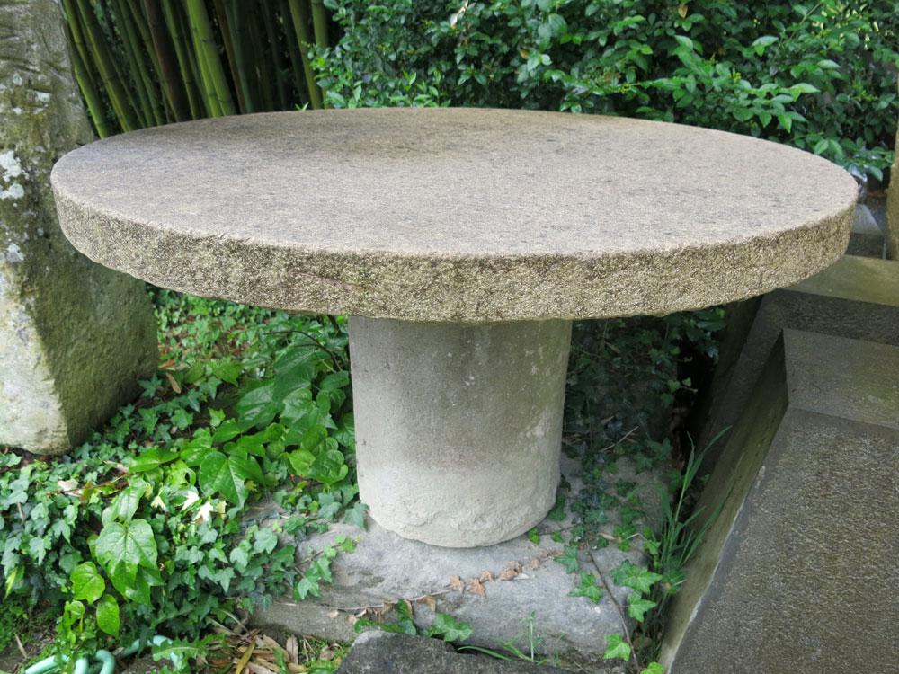 Mesas de piedra harria piedra yosu meabebasterrechea - Mesas de piedra ...